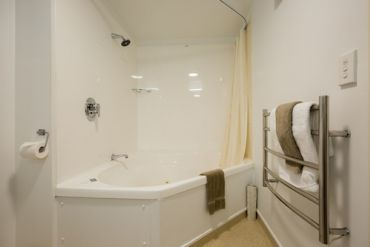 King Studio with Double Bath