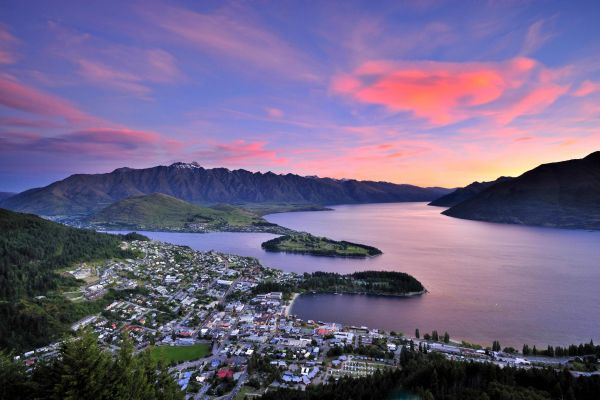 Visit Queenstown in spring and enjoy a 12% saving with Bella Vista